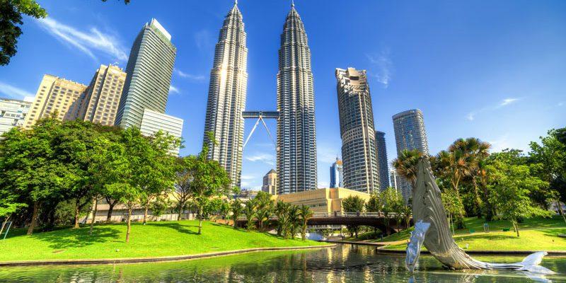 Malaysia Kuala Lumpur The twin towers of Petronas Central Park